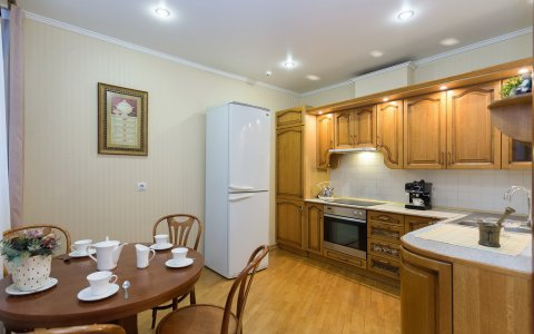 трёхкомнатная 3комнатная квартира на сутки улица Кедышко Парк Челюскинцев гостиная